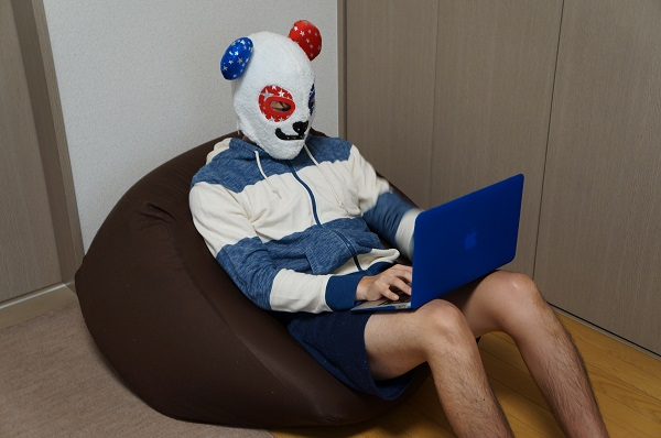 パソコンをするダメなパンダ