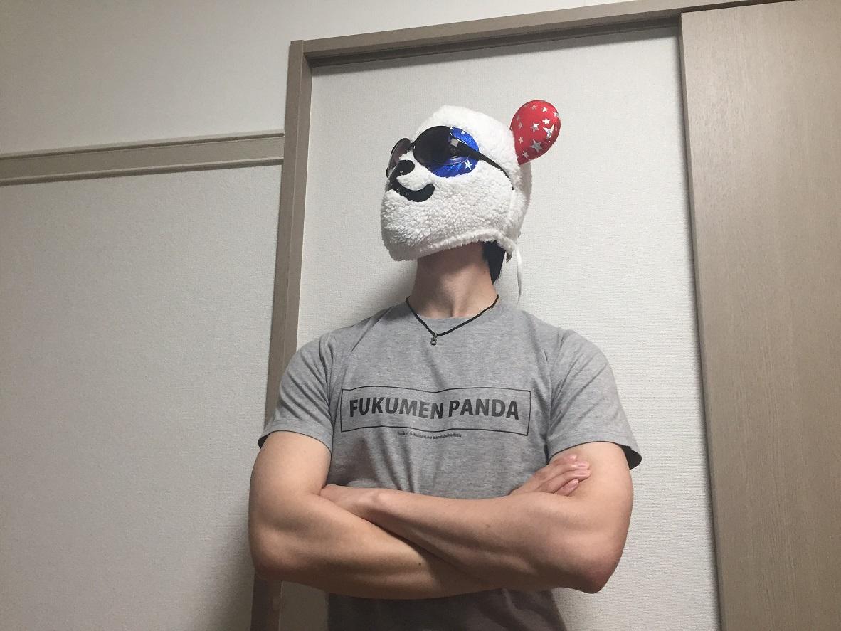 考え込む覆面パンダ